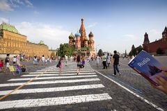 Tourists and the Cathedral of St. Basil Royalty Free Stock Images