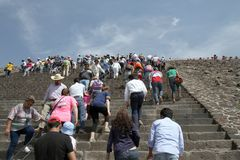 Mexico City. Tourists climb the Pyramid of the Sun at the site of Teotihuacan on March 17, 2014 in Mexico City Stock Photo