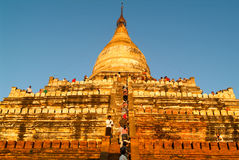 Tourists climbing up to the top of Shwesandaw temple at the arch Stock Photos