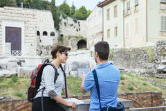 Tourists couple tablet Royalty Free Stock Photo