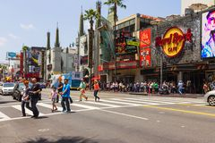 Tourists crossing the street in Hollywood Stock Photos