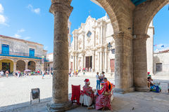 Tourists and cubans at a plaza next to the Cathedral of Havana. HAVANA,CUBA - NOVEMBER 12, 2015 : Tourists and cubans at a plaza next to the Cathedral of Havana Royalty Free Stock Photography