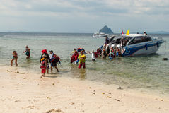 Tourists descend from the boat to the shore Royalty Free Stock Photography