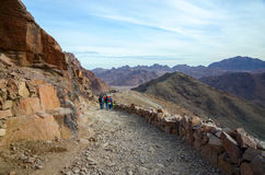 Tourists descend on the long trail to Mount Moses, Egypt Stock Photography
