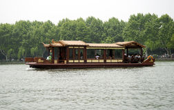 Tourists enjoying a boat ride at the West Lake, Hangzhou Royalty Free Stock Images