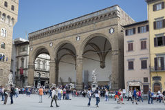Tourists in front of the Loggia dei Lanzi Royalty Free Stock Images
