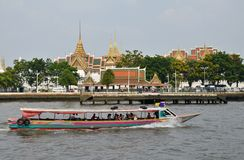 The tourists get on boat for sightseeing along Chao Phraya River Stock Images