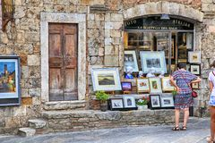 Tourists in the gift shop at the medieval town of San Gimignano, Stock Photography