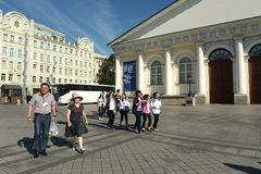 Tourists go to Sapozhkovskaya square. The area is adjacent to the Moscow Kremlin. Stock Photography