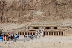 Tourists heading to Queen Hapshepsut temple Stock Photo
