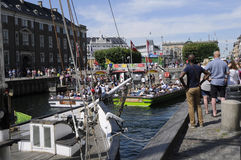 TOURISTS LIFE ON NYHAVN CANAL Royalty Free Stock Photos
