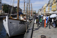 TOURISTS LIFE ON NYHAVN CANAL Stock Photography
