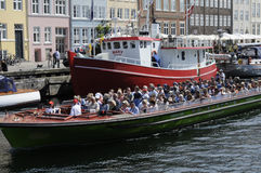 TOURISTS LIFE ON NYHAVN CANAL Stock Images