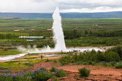Tourists are looking eruption of Strokkur Geyser, Iceland Stock Photography
