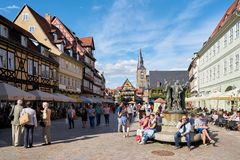 Tourists on the market square of Quedlinburg stock images
