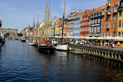 TOURISTS ND SHOPPERS IN COPENHAGEN DENMARK Stock Photo