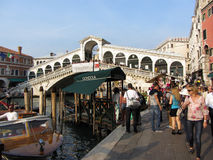 Tourists Next to the Rialto Bridge Royalty Free Stock Images