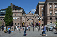 Tourists by the parliament house in Stockholm Royalty Free Stock Images