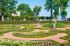 Tourists in Peterhof at Garden of Monplaisir palace Royalty Free Stock Photos