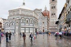 Tourists on piazza san giovanni in rain Royalty Free Stock Photos