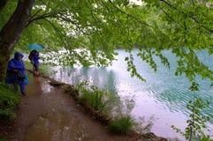 Tourists on Plitvice lakes,Croatia Royalty Free Stock Photos