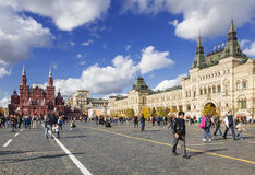 Tourists on the Red square in sunny autumn day, Moscow Stock Photos