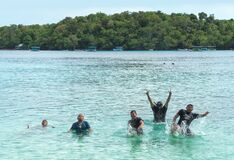 Free Tourists Rejoice In The Ocean Royalty Free Stock Photography - 202566257
