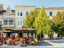 Tourists Relaxing Downtown In The Old Center Of Cluj Napoca royalty free stock photos