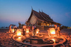 Tourists release sky lanterns in Yeepeng festival at Temple Siri Stock Photos