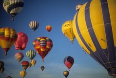 Tourists ride hot air ballons Royalty Free Stock Photos