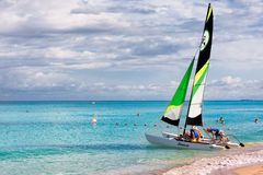 Tourists sailing in the cuban beach of Varadero Royalty Free Stock Photos