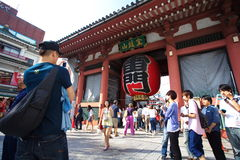 Tourists in the Senso-ji Temple Royalty Free Stock Photos