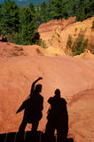 Tourists shadows waving to Le Sentier des Ocres in Roussillon in Stock Photography