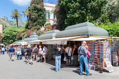 Tourists shopping for souvenirs in Taormina at the island Sicily, Italy Stock Images