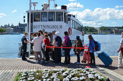 Tourists by a sightseeing boat in Stockholm Stock Images