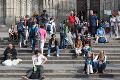 Tourists sit on the stairs of  Barcelona Cathedral Stock Photography