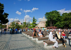 Tourists sitting on benches in Istanbul Royalty Free Stock Photography