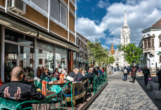 Tourists sitting in a sidewalk cafe Royalty Free Stock Images