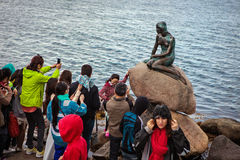Tourists take pictures of the Little Mermaid Stock Photos