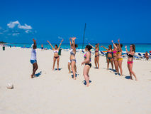 Tourists taking dance lessons in Cuba Royalty Free Stock Photos