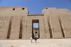 Tourists at Temple of Luxor - Egypt Royalty Free Stock Images