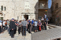 Tourists and tour guide at Church of the holy Sepulchre Royalty Free Stock Photos