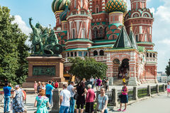 Tourists and townspeople in Red Square near the Pokrovsky Cathed Stock Photos
