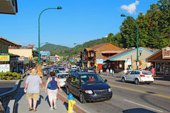 Tourists and traffic along the main road through Gatlinburg, Ten Stock Photo