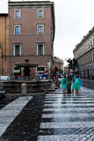 Tourists Under The Rain In Rome Royalty Free Stock Images