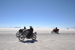 Tourists on the Uyuni salt flats, dried up salt lake in Altiplano Royalty Free Stock Photography