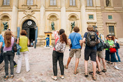Tourists visit and photograph the guard of honor Royalty Free Stock Photos