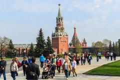 Tourists visit the Spasskaya tower of the Kremlin on Red Square Stock Photography
