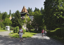 Tourists visiting Pelisor Castle in the Romanian city of Sinaia Stock Photos