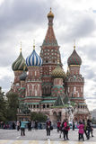 Tourists visiting the St. Basil's Cathedral and photographed Royalty Free Stock Photos